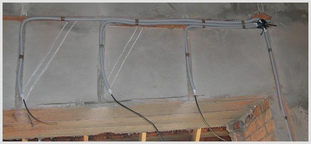 Укладка проводов в стене
